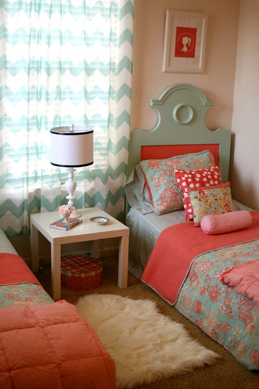 I'm inspired. I want to do something like this in a few years for my daughter's big girl room someday.