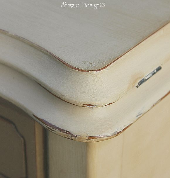 A good example of distressed edges (not my piece- I didn't take a picture of my edges because I barely distressed it)