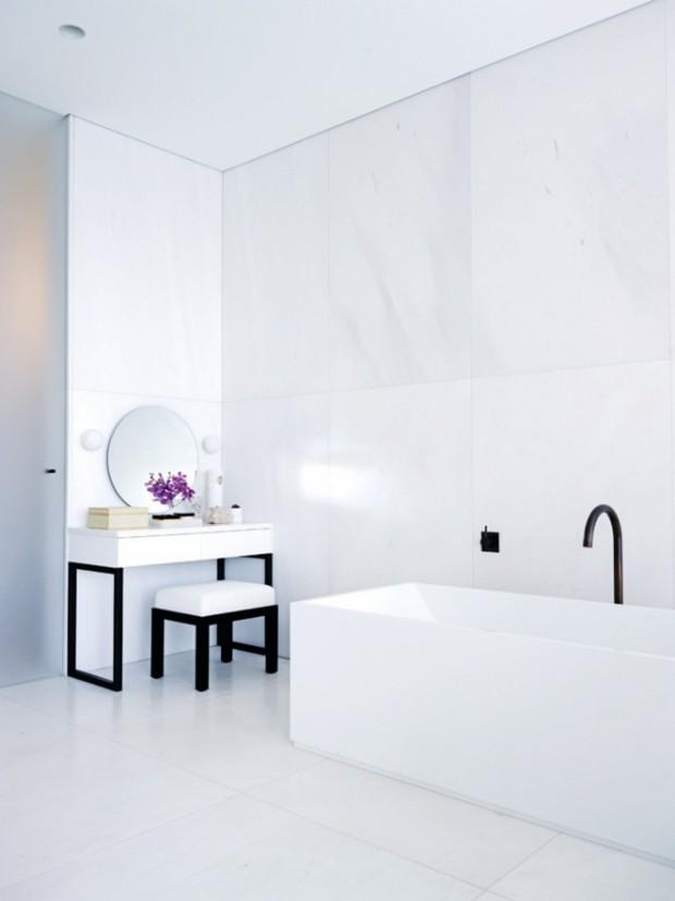whitebathroombad2