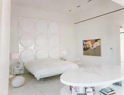 whitebedroombad